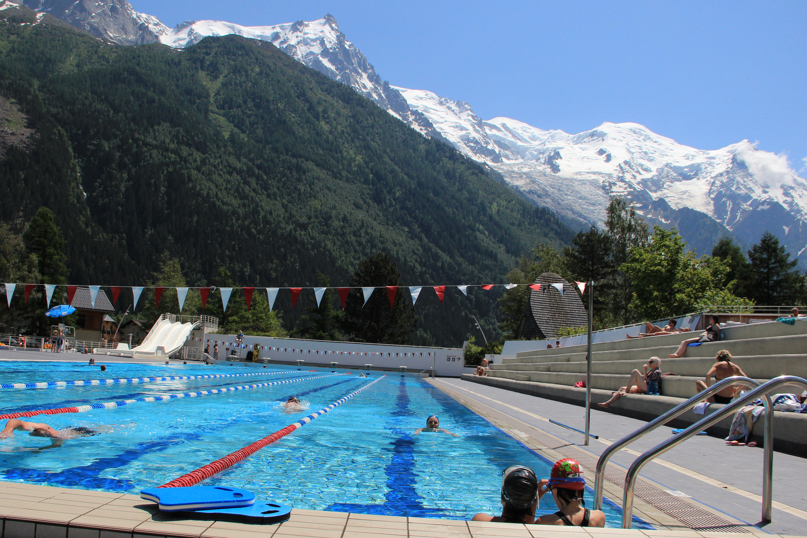 Sunshine and spas cool tips for hot days chamonix blog for Chamonix piscine